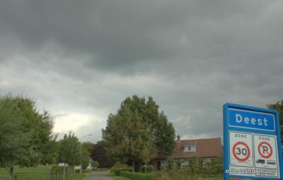 Deest is een dorp in de provincie Gelderland, in de streek Land van Maas en Waal, gemeente Druten.