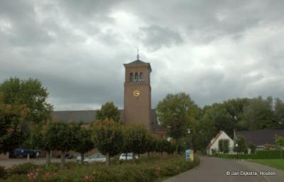 Dorpsgezicht van Deest, met zicht op de RK kerk