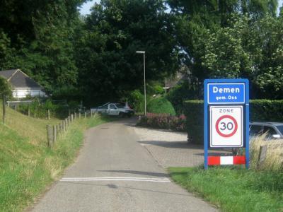 Het dorpje Demen valt sinds 2003 onder de gemeente Oss. Voorheen viel het onder de gemeente Ravenstein. (© H.W. Fluks)