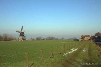 Het landschap van de Alblasserwaard bij Den Dool, met het gemaal en de Stijve Molen