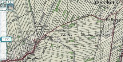 Op kaarten tot ca. 1935 wordt gezien de positie van de plaatsnaam en de aanduiding 'Mk' (= Meerkerk) eronder, ten onrechte gesuggereerd dat buurtschap Den Dool alleen onder Meerkerk zou vallen.