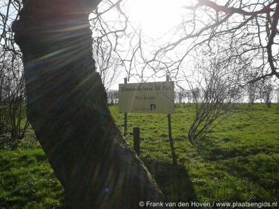 Sinds 1951 is (in het) N van Den Oord de tegenwoordig biologische Rozenbotteltuin De Put gevestigd