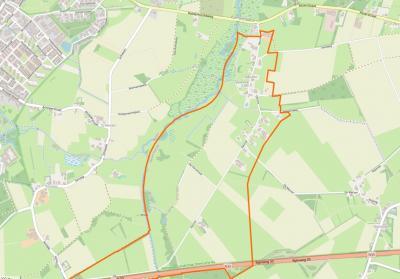 Buurtschap Deurze (het gebied binnen de oranje lijn) is een langgerekte lintbebouwing met een bescheiden kerntje, gelegen tussen Assen in het W, Rolde in het O, de N33 in het Z en de Rolderhoofdweg/Asserstraat in het N.