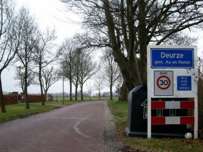 Deurze is een buurtschap in de provincie Drenthe, gemeente Aa en Hunze. T/m 1997 gemeente Rolde.