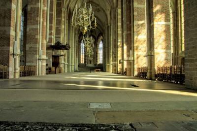 Deventer, blik in de Grote Kerk of Lebuinuskerk, het belangrijkste monument van de stad. De kerk staat in de Top 100 van Nederlandse rijksmonumenten. (© Jan Dijkstra, Houten)