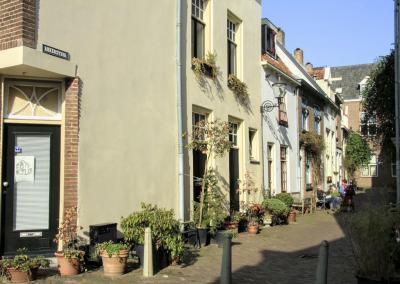 Deventer, gezellige boel in de Ankersteeg (© Jan Dijkstra, Houten)