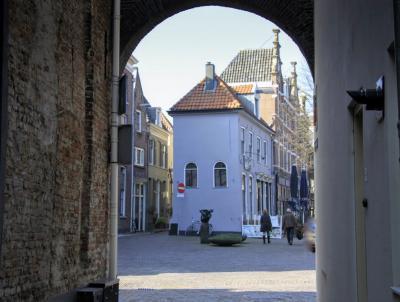 Deventer, uitzicht op links de Waterstraat en rechts het Grote Kerkhof (© Jan Dijkstra, Houten)
