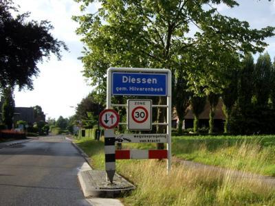 Diessen is een dorp in de provincie Noord-Brabant, in de regio Hart van Brabant en daarbinnen in de streek Kempen, gemeente Hilvarenbeek. Het was een zelfstandige gemeente t/m 1996. (© H.W. Fluks)