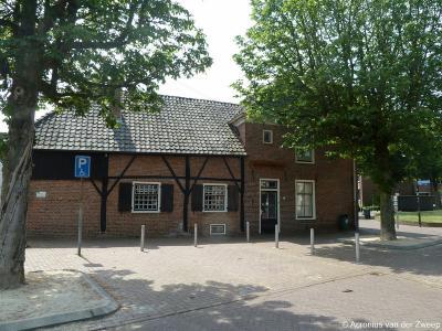 Het Grenslandmuseum in Dinxperlo toont de geschiedenis van het smokkelen over de grens. Het geeft ook een overzicht van zaken die met de douane te maken hebben, en toont de geschiedenis van de grenscorrectie met Duitsland tussen 1949 en 1963.