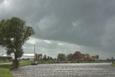 In de verte zien we Domwier al liggen aan de Wargaastervaart.