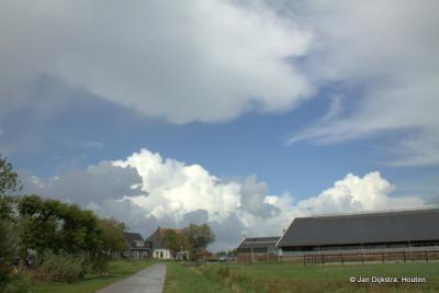 Domwier, een paar woningen maar hoofdzakelijk boerderijen.
