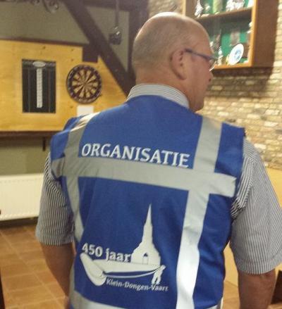 In Dongen-Vaart houden ze niet van half werk: er zijn zelfs speciale hesjes gemaakt voor de vrijwilligers die het feest t.g.v. het 450-jarig bestaan in 2014 in goede banen hebben geleid.