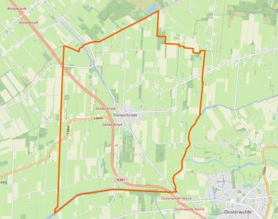 De oranje lijn geeft de grens van het dorpsgebied van Donkerbroek aan.Tot voor kort liep de drukke N381 strak langs het dorp. De afgelopen jaren is deze verlegd, wat de verkeersveiligheid en -doorstroming en de rust in het dorp ten goede is gekomen.