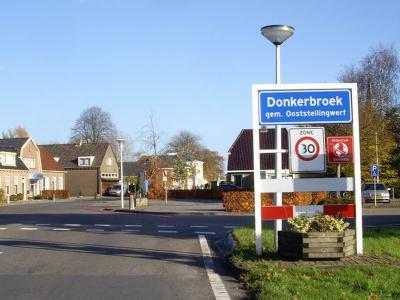 Donkerbroek is een dorp in de provincie Fryslân, in de streek Stellingwerven, gemeente Ooststellingwerf. (© H.W. Fluks)
