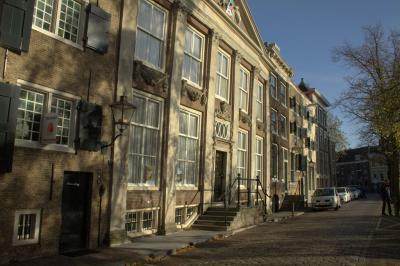 Dordrecht, de Korte Engelenburgerkade in het zonnetje (© Jan Dijkstra, Houten)