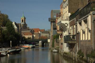 Dordrecht, de Voorstraatshaven gezien vanaf het Scheffersplein (© Jan Dijkstra, Houten)