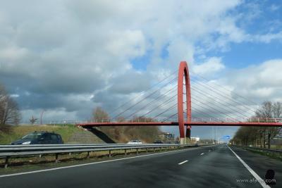 Drachten, fiets- en voetgangersbrug De Ring over de A7