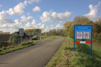Dreumel is een dorp in de provincie Gelderland, in de streek Land van Maas en Waal, gemeente West Maas en Waal. Het was een zelfstandige gemeente t/m 1983. (© Jan Dijkstra, Houten)