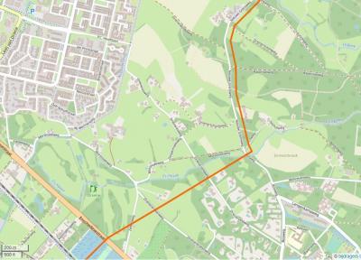 In buurtschap Driene liggen maar liefst 6 wegen met deze plaatsnaam in de straatnaam (zoek ze op deze kaart en zie 'Ligging'), dus ter plekke kan het je eigenlijk niet ontgaan dat je er bent aangekomen. (© www.openstreetmap.org)
