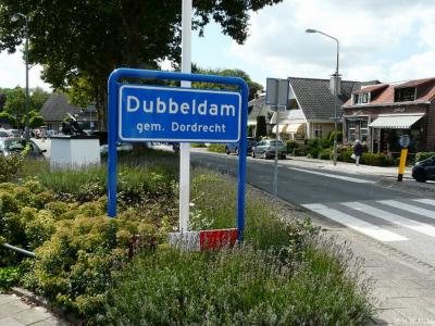 Dubbeldam is formeel een wijk, in de praktijk een 'dorp in de stad', in de provincie Zuid-Holland, in de regio Drechtsteden, gemeente Dordrecht. Het was een zelfstandige gemeente t/m 30-6-1970.