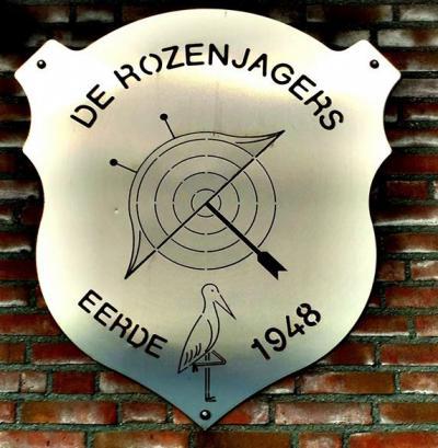 Handboogvereniging De Rozenjagers in Eerde jaagt dus op rozen. Niet de plant, maar de roos van een schietschijf. :-) Ze hebben een prachtig promofilmpje gemaakt (tip voor andere verenigingen om ook zoiets te doen!), zie daarvoor Links, Sport.