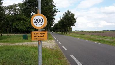 Waar een klein dorp groot in kan zijn: het minidorp Eexterzandvoort heeft mooi wél als eerste kern in Drenthe sinds 2016 een glasvezelnetwerk naar Zweeds model. Andere kernen in de gem. Aa en Hunze, Borger-Odoorn en Tynaarlo kunnen hierop aanhaken.