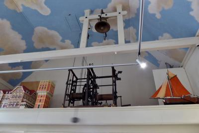 Egmond aan Zee, Museum van Egmond, uurwerk van de in zee verdwenen eerste Hervormde kerk (© Jan Oosterboer)