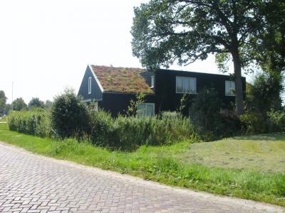 Buurtschap Eikberg, woning met grasdak. (© Kees Wittenbols / www.breda-en-alles-daaromheen.nl)