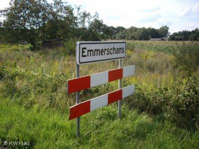 Emmerschans is tegenwoordig formeel een wijk en heeft witte borden omdat het binnen de bebouwde kom van Emmen ligt. Toch ligt het in de praktijk niet echt in maar aan de rand van de stad. Wij zouden de kern daarom als 'dorp in de stad' kwalificeren.