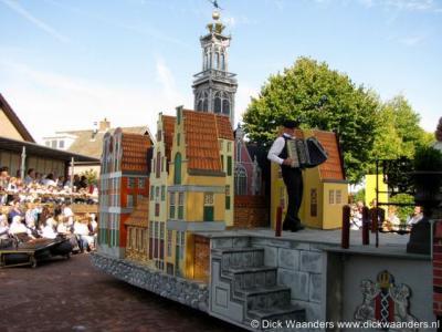 Tijdens de Enterse Dagen is er ook een optocht waarbij  men zich eveneens creatief uitleeft. Hier (eveneens tijdens de editie 2008) is een stukje Amsterdam nagebouwd met enkele markante grachtenpanden.