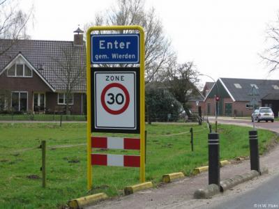 Enter is een dorp in de provincie Overijssel, in de streek Twente, gemeente Wierden.