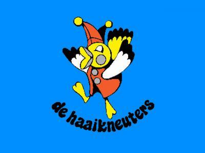 De Haaikneuters is de carnavalsvereniging van Esbeek. De carnavalsoptocht van Esbeek is naar eigen zeggen een van de mooiste van de Kempen, en bijna letterlijk het halve dorp neemt er aan deel: 400 van de 1.200 inwoners!
