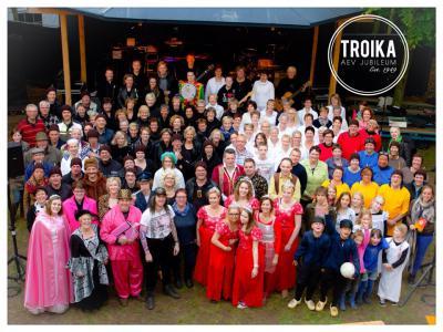 Toneelvereniging AEV uit Exel is opgericht in 1949 en heeft het 65-jarig bestaan, in 2014, groots gevierd met het openluchtspektakel Troika, dat liefst vijf keer een uitverkochte 'volle bak' heeft getrokken. (© Anneloes Fleerkate)