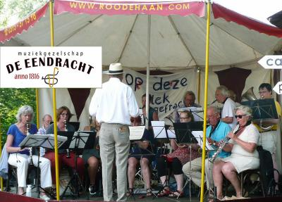 Muziekgezelschap De Eendracht uit Ezinge is naar eigen zeggen het oudste nog bestaande muziekgezelschap van Nederland, opgericht in 1816, en heeft in 2016 dus het 200-jarig bestaan gevierd. (© www.facebook.com/EendrachtEzinge)
