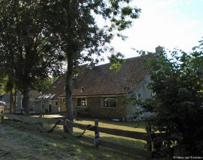 Buurtschap Formerum-Noord omvat voor een groot deel recreatiewoningen, maar er staan ook nog enkele oude authentieke woningen, zoals deze.