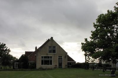 Een van de vele (rijks)monumentale boerderijen in het dorp Formerum op het eiland Terschelling. (© weblog Afanja / https://afanja.com)