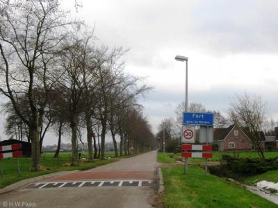 De kern van het dorp Fort heeft een bebouwde kom met blauwe plaatsnaamborden (komborden) en een 30 km-zone. Helaas is vergeten het dorp een eigen postcode te geven, waardoor de inwoners voor de postadressen zogenaamd 'in' buurdorp Veeningen wonen.