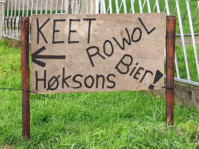 Keet Rowol te Foxwolde heeft eind aug. 2017 een tentfeest georganiseerd met een optreden van dialectrockers Høksons uit Ter Apel e.o. (foto's: https://www.facebook.com/Hoksonsrocknroll/posts/1851329614884702 en (©) https://groninganus.wordpress.com)