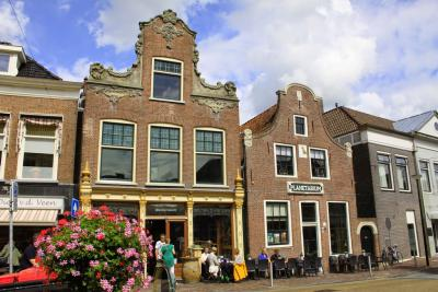 In Franeker bevindt zich het oudste nog werkende planetarium ter wereld: het Eise Eisinga Planetarium. In zijn grachtenpand uit 1736 bouwde wolkammer en amateur-astronoom Eise Eisinga een nauwkeurig model van het zonnestelsel. (© Jan Dijkstra, Houten)