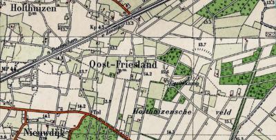 In de jaren dertig besluit men de spelling van de plaatsnaam te wijzigen in Oost-Friesland (in die tijd zijn veel plaatsnamen van spelling gewijzigd / gemoderniseerd / aangepast aan de uitspraak) en verhuist de plaatsnaam op de kaart iets naar het westen.