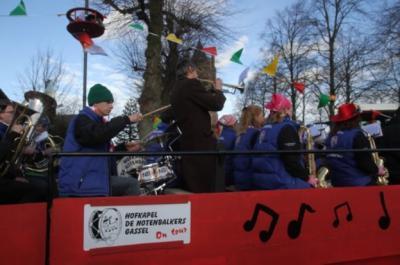Gassel is een zeer muzikaal dorp, met niet alleen de harmonie, maar ook nog eens Hofkapel De Notenbalkers, die het carnaval e.a. evenementen in het dorp en de regio muzikaal opluisteren. (© http://notenbalkers.nl)