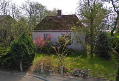 De oorspronkelijke 'Gelderse huisjes' in buurtschap Gelderse Buurt bij de dorpen Breezand en Anna Paulowna zijn in de loop der jaren vrijwel allemaal gesloopt. Ter plekke staat nu nog slechts 1 'dubbel huisje', namelijk deze, op Molenvaart 489. (© Google)
