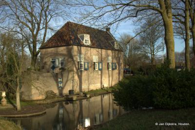 Het restant van het vroegere Huis Liesveld in de gelijknamige buurtschap is een rijksmonument. Voor een beschrijving ervan zie het kopje Bezienswaardigheden.