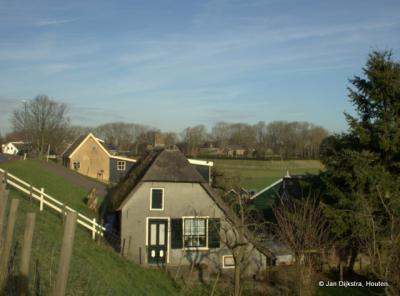 De buurtschap Gelkenes, met rechtsboven de buurtschap Liesveld, met de begraafplaats van Groot-Ammers