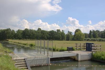 Stuw Sterkenburg in de Langbroekerwetering, met vistrap en kanotrap.