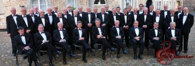 Het Gäöls Mannenkoor (GMK) is opgericht in 1992 en telt ca. 40 actieve zangers. Zij zingen werken in het Nederlands, Duits, Engels, Italiaans en Slavisch. Het repertoire omvat o.a. melodieën uit musicals en operettes en folksongs. (© www.gmk-geulle.nl)