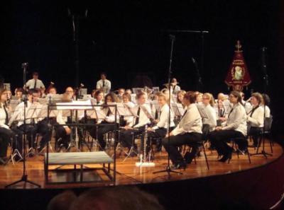 Harmonie St. Caecilia is opgericht in 1894, is nog altijd springlevend en houdt de doelstellingen in ere van het muziek maken op hoog niveau en bijdragen aan evenementen in het dorp. (© www.harmoniegeulle.nl)