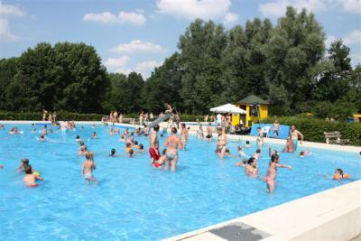 Zwembad Geulle wordt sinds 1992 geheel door de leden gerund (behalve de badmeesters, dat zijn beroepskrachten) (© www.zwembadgeulle.nl)