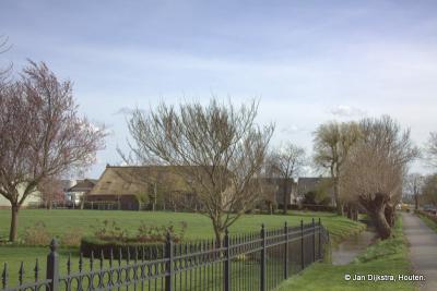 Gieltjesdorp in het vroege voorjaar, de bomen nog niet in blad, je krijgt alles wel duidelijk op de foto zo, het is allemaal lekker transparant.