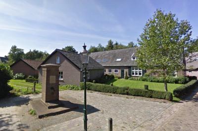 In 1951 krijgt de buurtschap Giersbergen een dorpspomp, voor die tijd al een hele vooruitgang. In 1965 is de volgende fase in de waterevolutie, als de buurtschap waterleiding krijgt. De dorpspomp staat er nog altijd. (© Google)